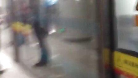 天津地铁3号线进金狮桥站