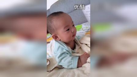 五个月的宝宝爱学习_高清