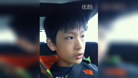 北京小孩介绍自己的美国警察口音是怎么来的?