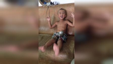 AVBD嗨起来(三岁熊孩子听到歌声就跳舞都停不下来)