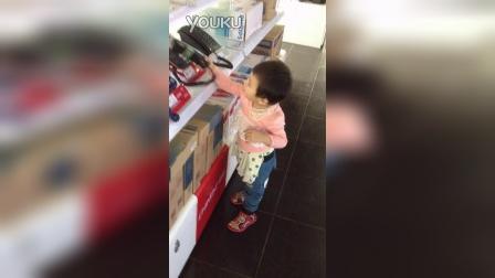 超市玩电话