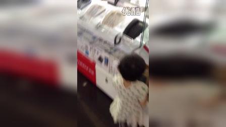 超市玩电话 (2)