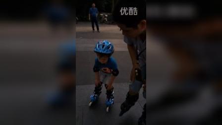 3岁多的森森溜冰课上的表现