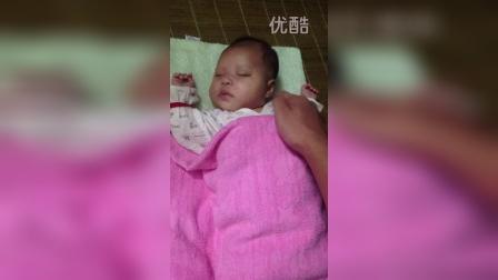 宝宝睡觉不老实