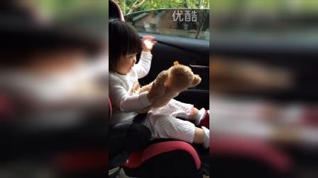 小熊 坐車