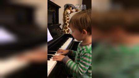 三岁半的森森弹钢琴yankee doodle