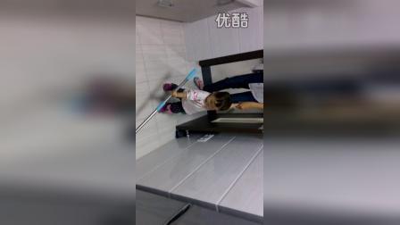 宝宝拖地 20141021