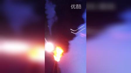 10月25号G18荣乌高速无棣段堵车造成的油罐车追尾事故