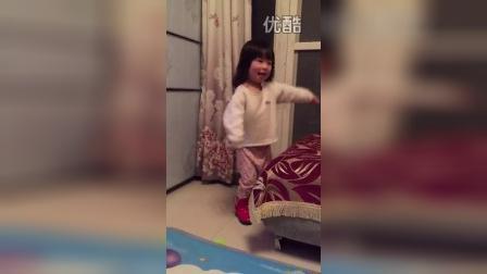 跳舞的小姑娘(两岁四个半月)