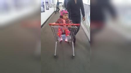 video-2014-10-07-10-17-17  大朵第一次坐超市小车 妈妈不会录