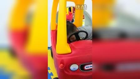 图图在凯德mall游乐场开小车之二