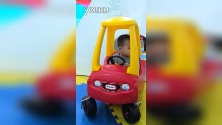图图在凯德mall游乐场开小车之一