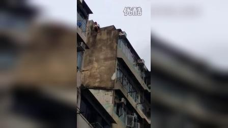 【拍客】女子轻生跳楼消防哥哥施救现场挽回生命