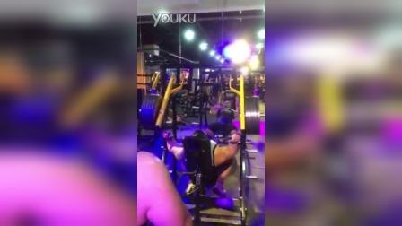 野兽极限力量俱乐部TIGERHOUSE大力士基地老岳205kg肩部训练6次
