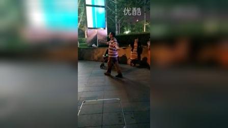 搞笑大爷广场独舞之小白杨