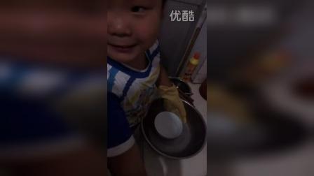 儿子做家务啦!