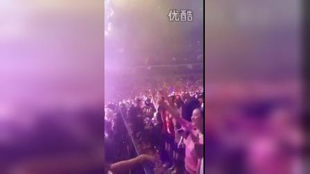 10.17陈小春和应采儿演唱会现场互动
