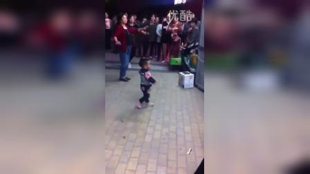 【拍客】最萌宝贝广场舞