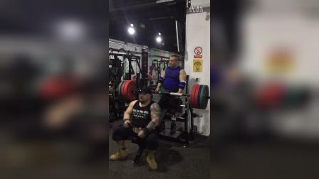 野兽极限力量俱乐部卧推极限重量日上斜卧推180公斤