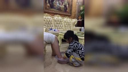 双胞胎M,2016年3月8号妇女节,妹妹说要给我洗脚