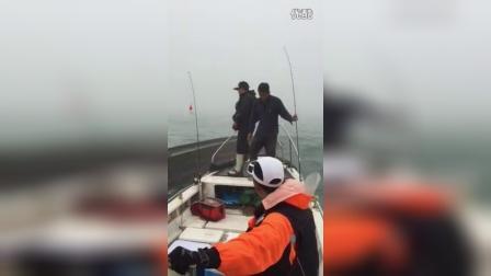 汕头钓鱼人海上救援现场,向救人钓友致敬!发扬我们钓鱼人互帮互助的精神!