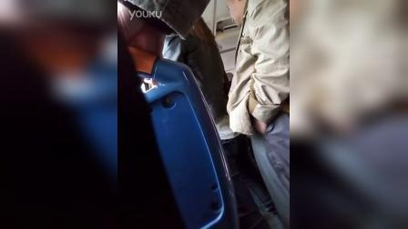 225路公交车有狼,形迹可疑神似日本痴汉