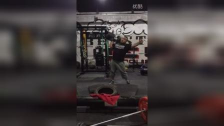 野兽极限力量俱乐部岳洋单臂马戏团哑铃105公斤推举