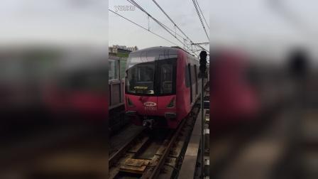 重庆地铁进站