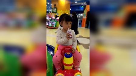 20160404小蜜糖系列之玩累了喝点酸奶