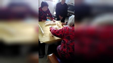 九十多的姥姥打麻将