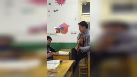 艺校老师弹唱被偷拍,唱的太好了!