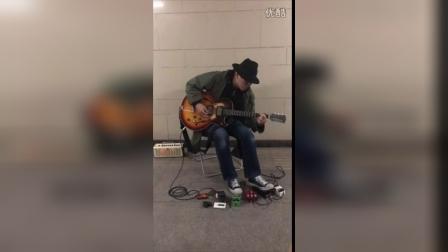 大友良英4月10日北京地下道演出现场-弹唱「教訓Ⅰ」