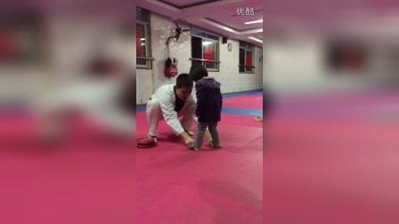 2015年2月和爸爸学踢腿