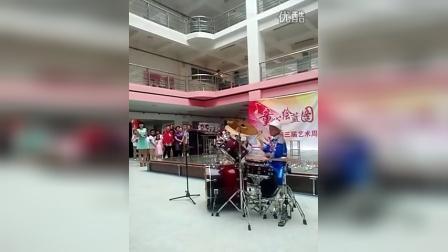 刘宜臻2016年六一节日演奏架子鼓