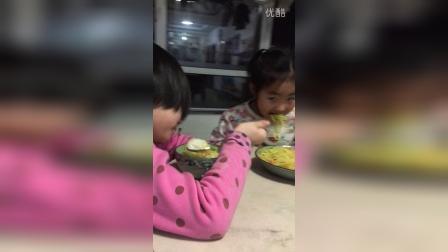 和姐姐吃饭
