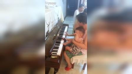 27年了 才知道二妈会弹钢琴  这就是女人伟大 为了家庭放弃自己喜爱的 !!!