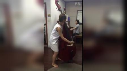 美女和倍大提琴!