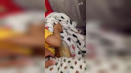 弟弟床上玩