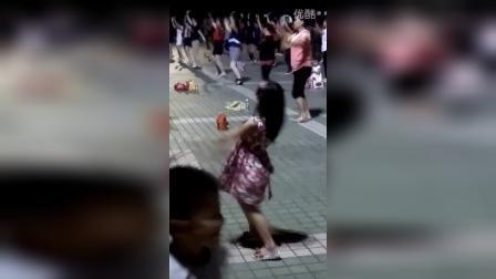 小妹妹广场舞,别有一番风味