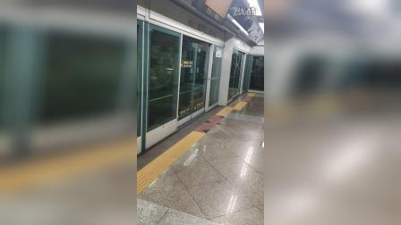 首尔地铁6号线泰陵入口站