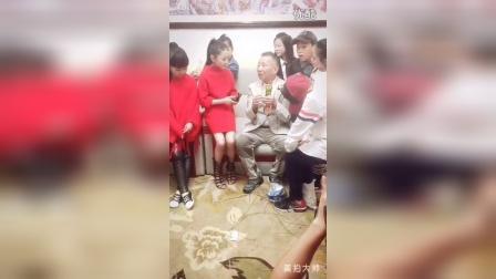 陶奕希-采访老艺术家左宏元
