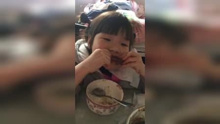 2016.12.11妞宝啃骨头