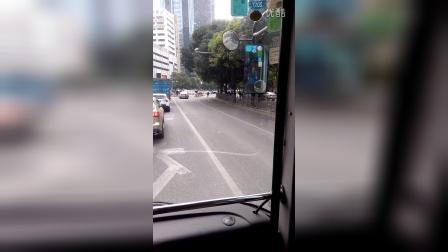 深圳公交M206列车运行于中油大厦-亿利达大厦区间