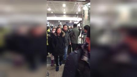 北京西站抢票的,抢劫啊!
