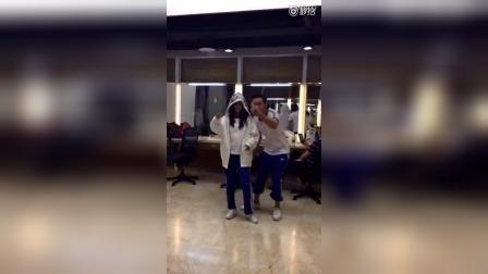 陈伟霆教赵丽颖跳舞,难得的视频啊!可是当小骨自己练时画风变了