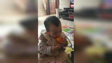 贝贝吃橘子🍊只咬皮
