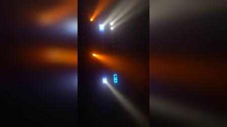 14颗纯光束,12颗光束带底光,两者一起配合,效果还是很不错的!