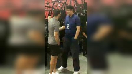 大姚和他在说什么?