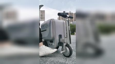 爱尔威智能骑行行李箱个性标贴