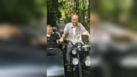 老人家,骑摩托车待人走起